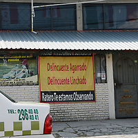 TOLUCA, México.-  Habitantes de San Pablo Autopan, delegación de Toluca, han colocado mantas y pintado bardas en contra de la delincuencia y anuncian hacerse justicia por propia mano si agarran algún delincuente. Agencia MVT / José Hernández. (DIGITAL)