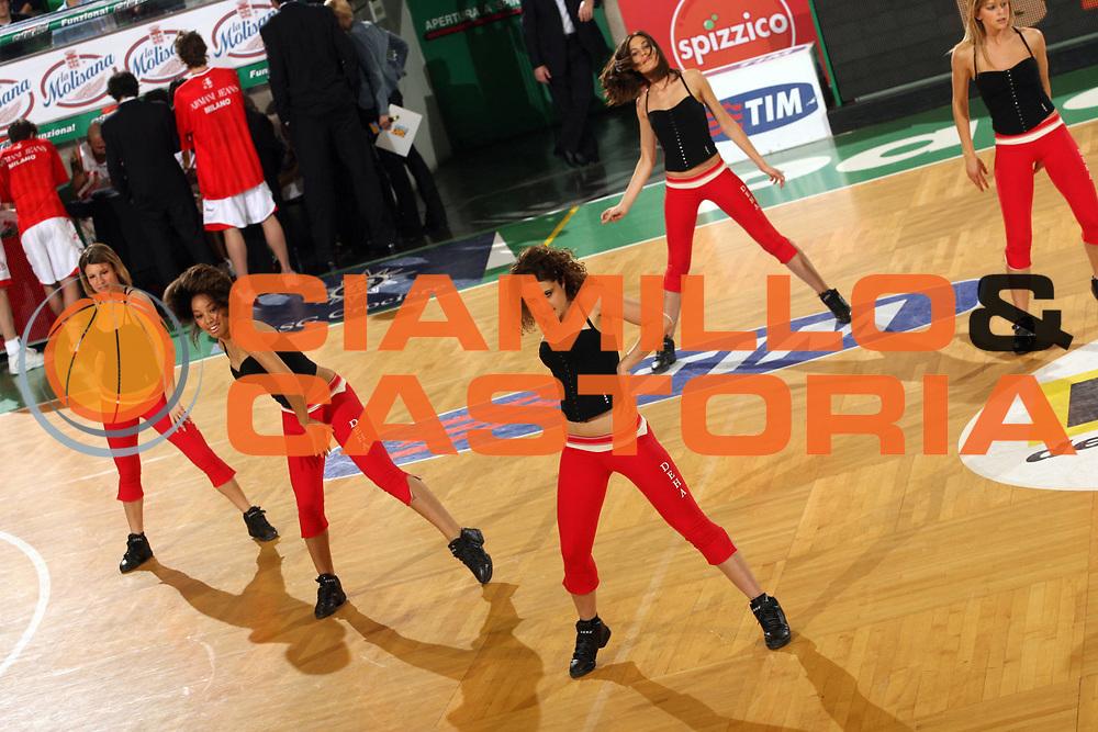 DESCRIZIONE : Treviso Lega A1 2006-07 Benetton Treviso Armani Jeans Milano<br /> GIOCATORE : Cheerleaders<br /> SQUADRA : Benetton Treviso<br /> EVENTO : Campionato Lega A1 2006-2007 <br /> GARA : Benetton Treviso Armani Jeans Milano<br /> DATA : 15/04/2007 <br /> CATEGORIA : Curiosita<br /> SPORT : Pallacanestro <br /> AUTORE : Agenzia Ciamillo-Castoria/M.Marchi