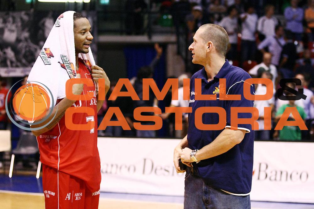 DESCRIZIONE : Desio Lega A 2009-10 Basket Trofeo Lombardia Armani Jeans Milano Cimberio Varese<br /> GIOCATORE : Mike Hall Jobey Thomas<br /> SQUADRA : Armani Jeans Milano Cimberio Varese<br /> EVENTO : Campionato Lega A 2009-2010 <br /> GARA : Armani Jeans Milano Cimberio Varese<br /> DATA : 19/09/2009<br /> CATEGORIA : Ritratto<br /> SPORT : Pallacanestro <br /> AUTORE : Agenzia Ciamillo-Castoria/G.Cottini<br /> Galleria : Lega Basket A 2009-2010 <br /> Fotonotizia : Desio Lega A 2009-10 Basket Trofeo Lombardia Armani Jeans Milano Cimberio Varese<br /> Predefinita :