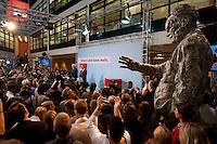 03 AUG 2009, BERLIN/GERMANY:<br /> Frank-Walter Steinmeier (L), SPD, Bundesaussenminister und Kanzlerkandidat, und Franz Muentefering (R), SPD Parteivorsitzender, Pressekonferenz nach den ersten Hochrechnungen des Wahlergebnisses der Bundestagswahl 2009, Wahlabend, Atrium, Willy-Brandt-Haus<br /> IMAGE: 20090927-02-019<br /> KEYWORDS: Franz Müntefering,
