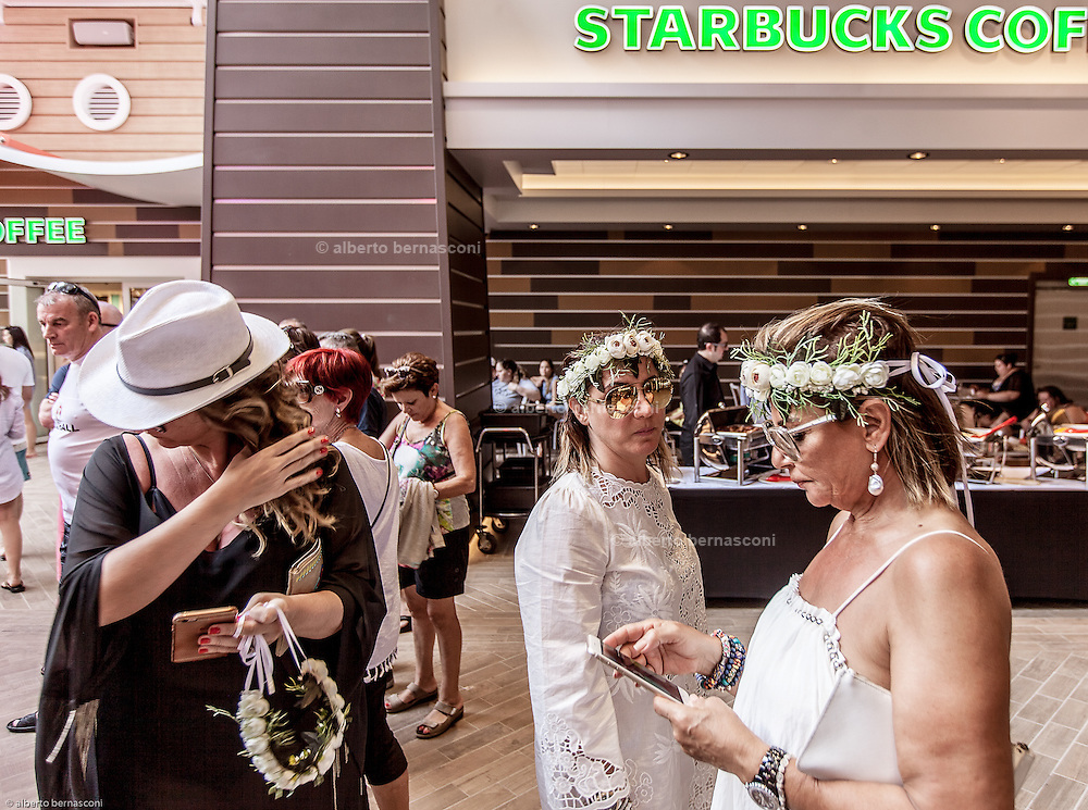 Royal Caribbean, Harmony of the Seas, starbucks cafe at the boardwalk