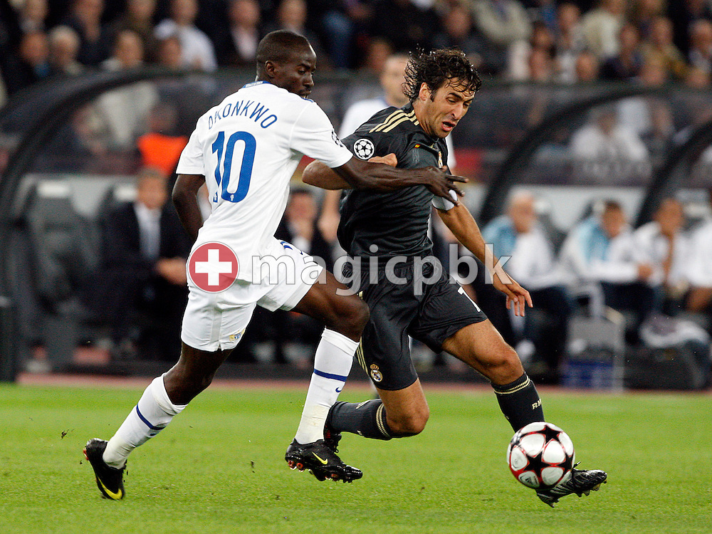 FC Zuerich midfielder Onyekachi Okonkwo (Tico), left, and Real Madrid forward Raul Gonzalez, right, battle for the ball during to the UEFA Champions League Group C soccer match between Switzerland's FC Zurich and Spain's Real Madrid at the Letzigrund Stadium in Zurich, Switzerland, Tuesday, Sept. 15, 2009. (Photo by Patrick B. Kraemer / MAGICPBK)