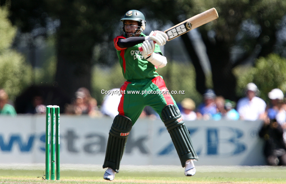 Mushfiqur Rahim lashes out on his way to scoring 50 runs.<br /> Cricket - 2nd ODI New Zealand Black Caps v Bangladesh, 8 February 2010, University Oval, Dunedin, New Zealand.<br /> International Cricket Season 2009/2010<br /> Photo: Rob Jefferies/PHOTOSPORT