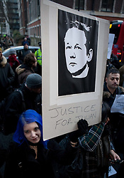 ©London News Picures. Protesters outside court. Wikileaks's founder Julian Assange arriving at Westminster magistrate court in London on 7 December. Photo credit should read Fuat Akyuz/London News Pictures.