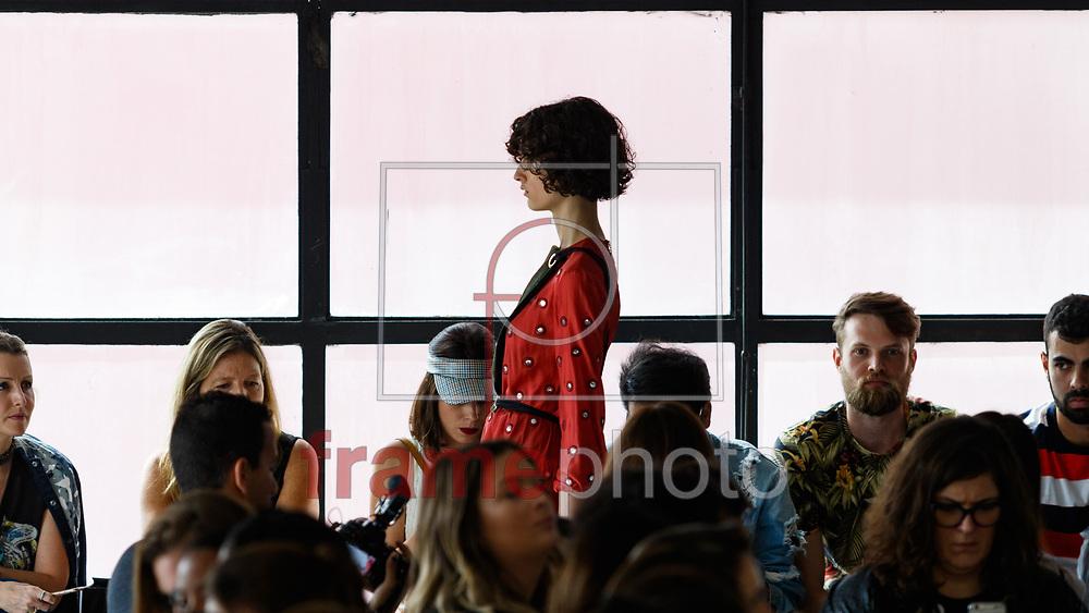 Desfile da grife Iodice na 42a edicao da Sao Paulo Fashion Week, na fabrica da marca localizada na Vila Leopoldina, em Sao Paulo, na manha desta quarta-feira (26/10). A grife apresentou a colecao Inverno 2017.  Foto: Marcello Fim / FramePhoto
