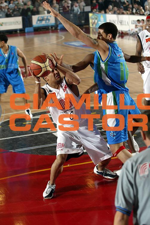 DESCRIZIONE : BIELLA CAMPIONATO LEGA A1 2004-2005<br />GIOCATORE : BELCHER<br />SQUADRA : LAURETANA BIELLA<br />EVENTO : CAMPIONATO LEGA A1 2004-2005<br />GARA : LAURETANA BIELLA-ROSETO BASKET<br />DATA : 19/12/2004<br />CATEGORIA : Penetrazione<br />SPORT : Pallacanestro<br />AUTORE : AGENZIA CIAMILLO &amp; CASTORIA/S.Ceretti