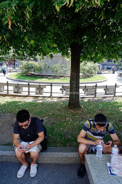 Milan, Look down generation, piazza della Scala