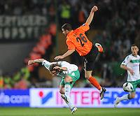 FUSSBALL     UEFA CUP  FINALE  SAISON 2008/2009 Shakhtar Donetsk - SV Werder Bremen 20.05.2009 Torsten Frings (Shakhtar oben) gegen Torsten Frings (Bremen)