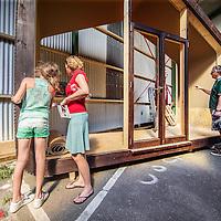 Nederland, Amsterdam, 4 mei 2016.<br /> Fab-city, expositie van allerlei duurzame initiatieven.<br /> Op de foto:<br /> Wikkelhuis, dat is een huis van karton.<br /> <br /> FabCity is een tijdelijke, gratis toegankelijke campus op de Kop van Java-eiland in het oostelijk havengebied van Amsterdam en bestaat uit zo&rsquo;n vijftig innovatieve paviljoens, installaties en prototypes. Meer dan vierhonderd jonge studenten, professionals, kunstenaars en creatieven ontwikkelen de plek tot een duurzaam stedelijk gebied, waar ze werken, cre&euml;ren, onderzoeken en hun oplossingen voor stedelijke vraagstukken presenteren. De deelnemers komen van verschillende onderwijsachtergronden, zoals kunstacademies, (technische) universiteiten en het beroepsonderwijs.<br /> <br /> FabCity is a temporary and freely accessible campus open between 1 April until 26 June at the head of Amsterdam&rsquo;s Java Island in the city&rsquo;s Eastern Harbour District. Conceived as a green, self-sustaining city, FabCity comprises of approximately 50 innovative pavilions, installations and prototypes. More than 400 young students, professionals, artists and creatives are developing the site into a sustainable urban area, where they work, create, explore and present their solutions for current urban issues. The participants come from various educational backgrounds, including art and technology academics, universities and vocational colleges.<br /> <br /> source:http://europebypeople.nl/fabcity-2<br /> <br /> Foto: Jean-Pierre Jans