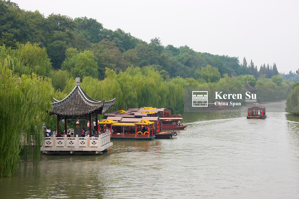 Pavilion and boats on Slim West Lake (Shouxihu), Yangzhou, Jiangsu, China