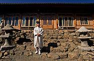 Chonhakdong . traditional Confucianist village. in Chirisan park  Seoul  Korea   Chonhakdong village traditionnel confucianiste dans le parc Chirisan  Chonhakdong  coree  ///R20131/    L0006881  /  R20131  /  P104909///traditional Confucianist village., the school master  HI CHIN SOOK in his new private and giant scholl  Seoul  Korea  children coming from all over Korea to learn confucianism  ///  ///village traditionnel confucianiste de Chonhakdong HI CHIN SOOK le maître d'école dans sa nouvelle école géante et des enfants venus de toute la Corée pour apprendre la philosophie confucianiste  Chonhakdong  coree  ///R20131/    L0006881  /  R20131  /  P104910
