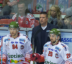 27.09.2015, Stadthalle, Klagenfurt, AUT, EBEL, EC KAC vs HCB Suedtirol, im Bild Frank Daniel (HCB Suedtirol #94), Tom Pokel (HCB Suedtirol, Head Coach) , Flemming Brett (HCB Suedtirol #20)// during the Erste Bank Eishockey League match betweeen EC KAC and HCB Suedtirol at the City Hall in Klagenfurt, Austria on 2015/09/27. EXPA Pictures © 2015, PhotoCredit: EXPA/ Gert Steinthaler