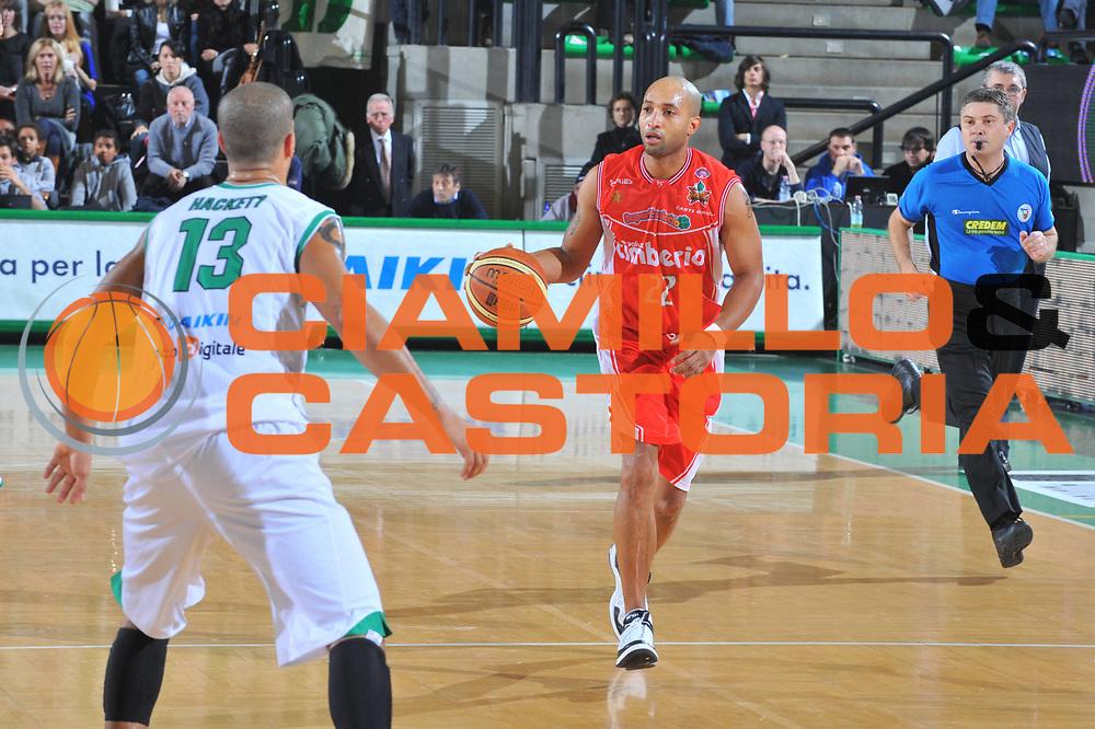 DESCRIZIONE : Treviso Lega A 2009-10 Benetton Treviso Cimberio Varese<br /> GIOCATORE : Randolph Childress<br /> SQUADRA : Cimberio Varese<br /> EVENTO : Campionato Lega A 2009-2010<br /> GARA :  Benetton Treviso Cimberio Varese<br /> DATA : 21/11/2009<br /> CATEGORIA : Palleggio<br /> SPORT : Pallacanestro<br /> AUTORE : Agenzia Ciamillo-Castoria/M.Gregolin<br /> Galleria : Lega Basket A 2009-2010<br /> Fotonotizia : Treviso Campionato Italiano Lega A 2009-2010 Benetton Treviso Cimberio Varese<br /> Predefinita :