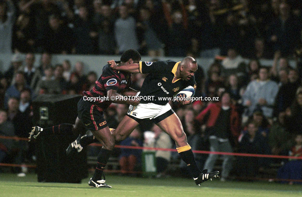 Wellington wing Jonah Lomu races down the sideline during the NPC rugby union match between Canterbury and Wellington, on October 20 2000. Photo: PHOTOSPORT<br />