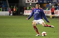 Fotball<br /> Tippeligaen Eliteserien<br /> 20.10.08<br /> Ullevaal Stadion<br /> Vålerenga VIF - Lillestrøm LSK<br /> Mohammed Abdellaoue - Moa - scorer 2-0 - Her sender han i vei skuddet<br /> Foto - Kasper Wikestad