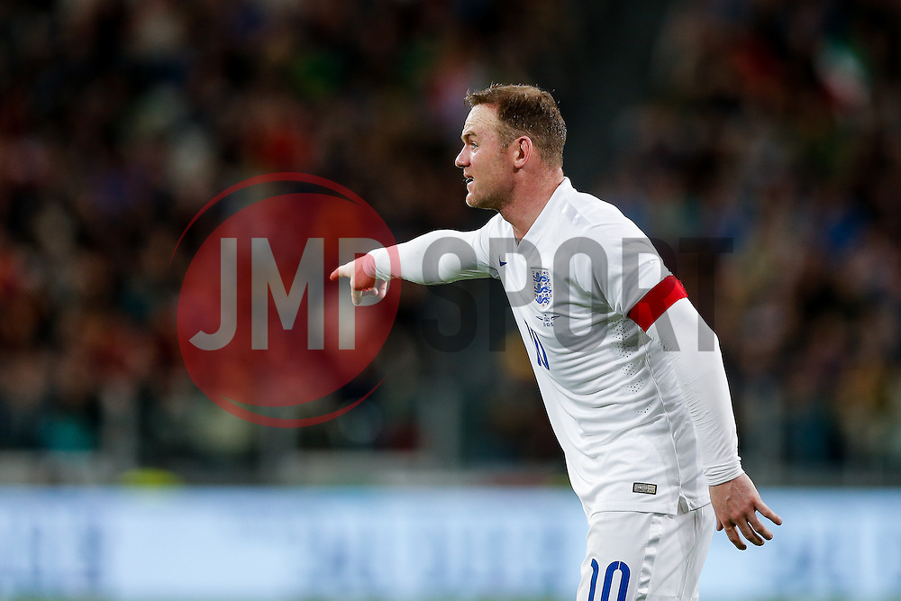 Wayne Rooney of England points - Photo mandatory by-line: Rogan Thomson/JMP - 07966 386802 - 31/03/2015 - SPORT - FOOTBALL - Turin, Italy - Juventus Stadium - Italy v England - FIFA International Friendly Match.