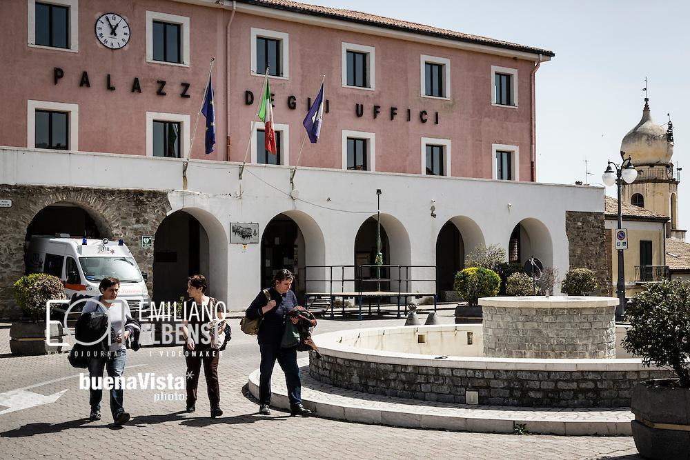 Corleto Perticara, Basilicata, Italia, 04/04/2016. <br /> La piazza del Comune di Corleto Perticara. Sul suo territorio sorge il centro olio Tempa Rossa di Total, che entrer&agrave; in funzione nel 2017. Avr&agrave; una capacit&agrave; produttiva giornaliera di circa 50.000 barili di petrolio, 230.000 m&sup3; di gas naturale, 240 tonnellate di GPL e 80 tonnellate di zolfo.<br /> <br /> Corleto Perticara, Basilicata, Italy, 04/04/2016. <br /> The square where is the Town Hall of Corleto Perticara. The Tempa Rossa petroleum field of Total stands on its territory. Tampa Rossa will start operating in 2017. It will have a daily production capacity of about 50,000 barrels of oil, 230,000 cubic meters of natural gas, 240 tons of LPG and 80 tons sulfur
