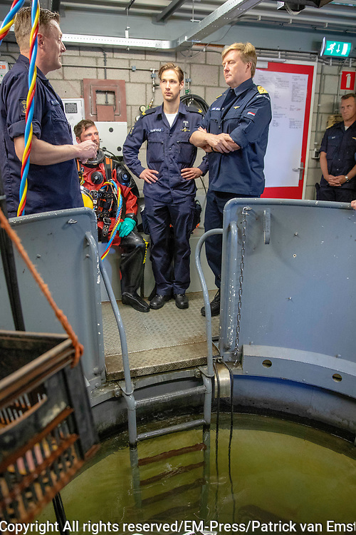 Koning Willem Alexander brengt enn werkbezoek aan de Mijnendienst en Duikgroep van de Koninklijke Marine in Den Helder.<br /> <br /> King Willem Alexander pays a working visit to the Mining Service and Diving Group of the Royal Netherlands Navy in Den Helder.