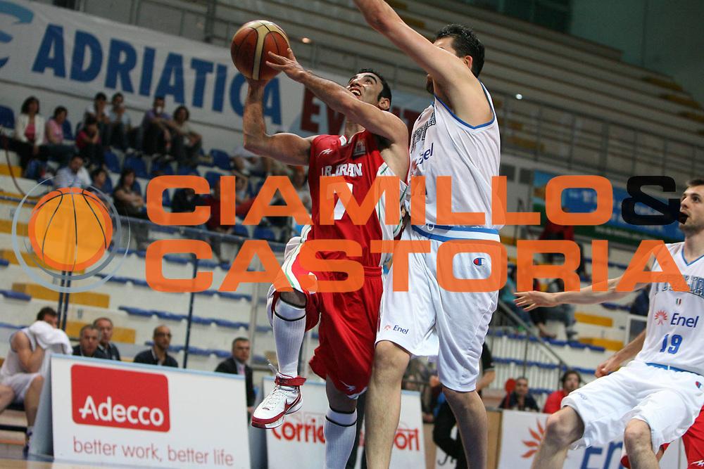 DESCRIZIONE : Roseto degli Abruzzi Torneo Bandiera Blu Italia Iran<br /> GIOCATORE : Mahdi Kamrany<br /> SQUADRA : Iran <br /> EVENTO : Torneo Internazionale Bandiera Blu di Roseto degli Abruzzi<br /> GARA : Italia Iran<br /> DATA : 31/05/2008 <br /> CATEGORIA : <br /> SPORT : Pallacanestro <br /> AUTORE : Agenzia Ciamillo-Castoria/E.Castoria<br /> Galleria : Fip Nazionali 2008<br /> Fotonotizia : Roseto degli Abruzzi Torneo Bandiera Blu Italia Iran<br /> Predefinita :