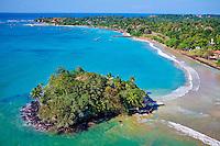 Sri Lanka, province du sud, baie et plage de Weligama, île de Taprobane, vue aerienne // Sri Lanka, Southern Province, South Coast beach, Weligama bay, Taprobane island and Weligama beach, aerial view