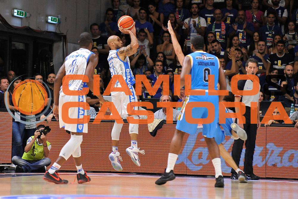 DESCRIZIONE : Beko Legabasket Serie A 2015- 2016 Dinamo Banco di Sardegna Sassari -Vanoli Cremona<br /> GIOCATORE : David Logan<br /> CATEGORIA : Tiro Tre Punti Three Point Controcampo<br /> SQUADRA : Dinamo Banco di Sardegna Sassari<br /> EVENTO : Beko Legabasket Serie A 2015-2016<br /> GARA : Dinamo Banco di Sardegna Sassari - Vanoli Cremona<br /> DATA : 04/10/2015<br /> SPORT : Pallacanestro <br /> AUTORE : Agenzia Ciamillo-Castoria/C.Atzori