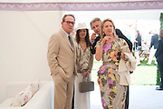 TOMMY LEE JONES;  DAWN JONES; CARLA BAMBERGER; ARNAUD BAMBERGER<br /> Cartier International Polo. Guards Polo Club. Windsor Great Park. 25 July 2010. -DO NOT ARCHIVE-&copy; Copyright Photograph by Dafydd Jones. 248 Clapham Rd. London SW9 0PZ. Tel 0207 820 0771. www.dafjones.com.
