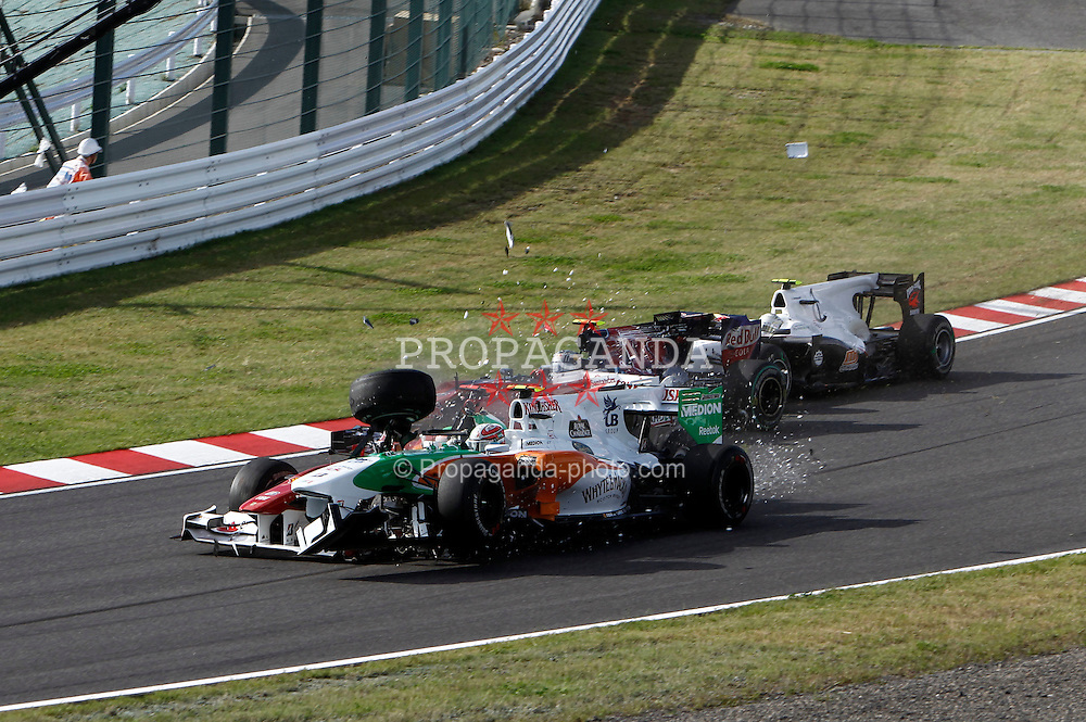 Motorsports / Formula 1: World Championship 2010, GP of Japan, accident between 07 Felipe Massa (BRA, Scuderia Ferrari Marlboro) and 15 Vitantonio Liuzzi (ITA, Force India F1 Team), crash