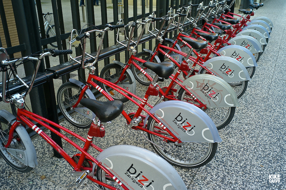 Public bycicles for rent in Zaragoza.