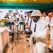 La cerimonia prevede il canto di oltre 150 inni danzando per circa 12 ore consecutivamente The night of São João. One of the most important ceremonies for Santo Daime's believers /