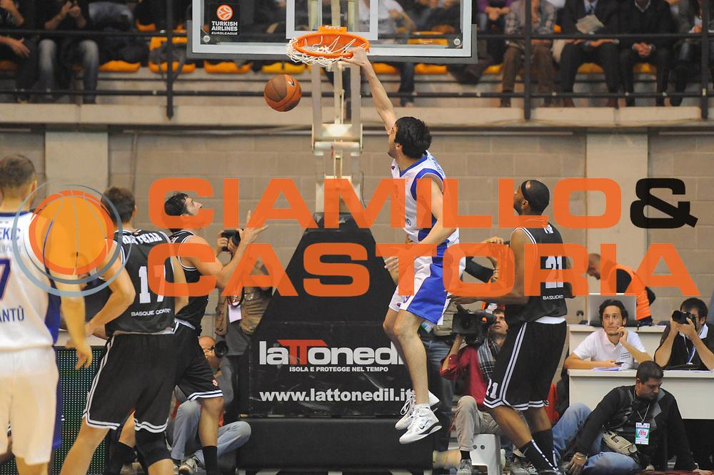 DESCRIZIONE : Desio Eurolega 2011-12 EA7 Bennet Cantu Bizkaia Bilbao Basket<br /> GIOCATORE : Giorgi Shermadini<br /> CATEGORIA : schiacciata sequenza<br /> SQUADRA : Bizkaia Bilbao Basket<br /> EVENTO : Eurolega 2011-2012<br /> GARA : Bennet Cantu Bizkaia Bilbao Basket<br /> DATA : 03/11/2011<br /> SPORT : Pallacanestro <br /> AUTORE : Agenzia Ciamillo-Castoria/GiulioCiamillo<br /> Galleria : Eurolega 2011-2012<br /> Fotonotizia : Desio Eurolega 2011-12 Bennet Cantu Bizkaia Bilbao Basket<br /> Predefinita :