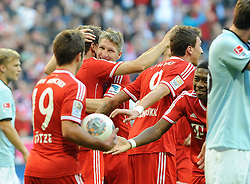 19.10.2013, Allianz Arena, München, GER, 1. FBL, FC Bayern Muenchen vs 1. FSV Mainz 05, 9. Runde, im Bild Freude bei Bayern Muenchen nach dem Ausgleich zum 1:1, der Mitte freut sich Bastian Schweinsteiger (FC Bayern Muenchen) // during the German Bundesliga 9th round match between FC Bayern Munich and 1. FSV Mainz 05 at the Allianz Arena in München, Germany on 2013/10/20. EXPA Pictures © 2013, PhotoCredit: EXPA/ Eibner-Pressefoto/ Stuetzle<br /> <br /> *****ATTENTION - OUT of GER*****