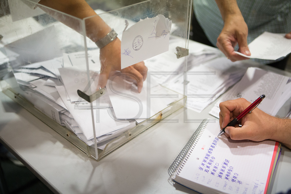 People voting on the catalan elections 27S. The party Junts x Si (Together for Yes), that claims for independence call, is the most voted party.