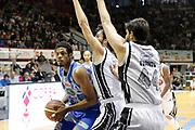DESCRIZIONE : Caserta Lega A 2014-15 Pasta Reggia Caserta Banco di Sardegna Sassari<br /> GIOCATORE : Jeff Brooks<br /> CATEGORIA : palleggio penetrazione<br /> SQUADRA : Banco di Sardegna Sassari<br /> EVENTO : Campionato Lega A 2014-2015<br /> GARA : Pasta Reggia Caserta Banco di Sardegna Sassari<br /> DATA : 26/04/2015<br /> SPORT : Pallacanestro <br /> AUTORE : Agenzia Ciamillo-Castoria/A. De Lise<br /> Galleria : Lega Basket A 2014-2015 <br /> Fotonotizia : Caserta Lega A 2014-15 Pasta Reggia Caserta Banco di Sardegna Sassari