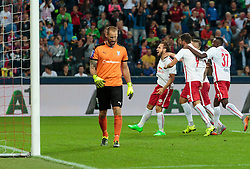 29.07.2015, Red Bull Arena, Salzburg, AUT, UEFA CL, FC Salzburg vs Malmoe FF, Qualifikation, 3. Runde, Hinspiel, im Bild Torjubel Red Bull Salzburg nach dem 1:0 durch Andreas Ulmer (FC Red Bull Salzburg), Johan Wiland (Malmoe) // during the UEFA Championsleague Qualifier 3rd round, 1st Leg Match between FC Salzburg and Malmoe FF at the Red Bull Arena in Salzburg, Austria on 2015/07/29. EXPA Pictures © 2015, PhotoCredit: EXPA/ JFK