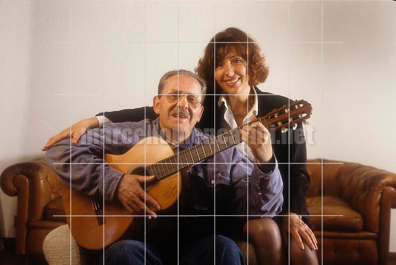 Italian pop singer Domenico Modugno and his wife Franca Gandolfi (about 1990) / Il cantante Domenico Modugno con la moglie Franca Gandolfi (1990 circa) - © Marcello Mencarini