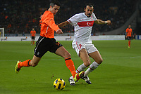 Football - International Friendly The Netherlands vs Turkey. Robin van Persie attacks.