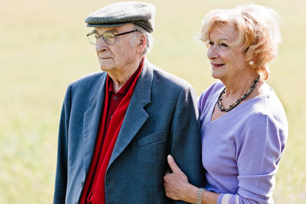 12 OCT 2006 - Pieve di Soligo (TV) - Il poeta Andrea Zanzotto passeggia con la moglie Marisa Michieli :-: Italian poet Andrea Zanzotto and his wife Marisa Michieli have a walk