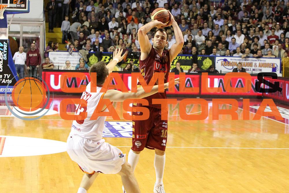 DESCRIZIONE : Treviso Lega A 2012-13 Umana Reyer Venezia Acea Roma<br /> GIOCATORE : szymon szewczyk<br /> CATEGORIA :  tiro<br /> SQUADRA : Umana Reyer Venezia Acea Roma<br /> EVENTO : Campionato Lega A 2012-2013<br /> GARA : Umana Reyer Venezia Acea Roma<br /> DATA : 18/11/2012<br /> SPORT : Pallacanestro<br /> AUTORE : Agenzia Ciamillo-Castoria/G.Contessa<br /> Galleria : Lega Basket A 2012-2013<br /> Fotonotizia :  Treviso Lega A 2012-13 Umana Reyer Venezia Acea Roma<br /> Predefinita :