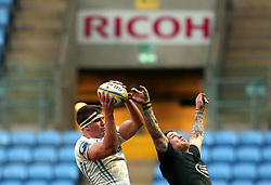 Sam Skinner of Exeter Chiefs and Guy Thompson of Wasps challenge for the ball at The Ricoh Arena - Mandatory by-line: Robbie Stephenson/JMP - 18/02/2018 - RUGBY - Ricoh Arena - Coventry, England - Wasps v Exeter Chiefs - Aviva Premiership