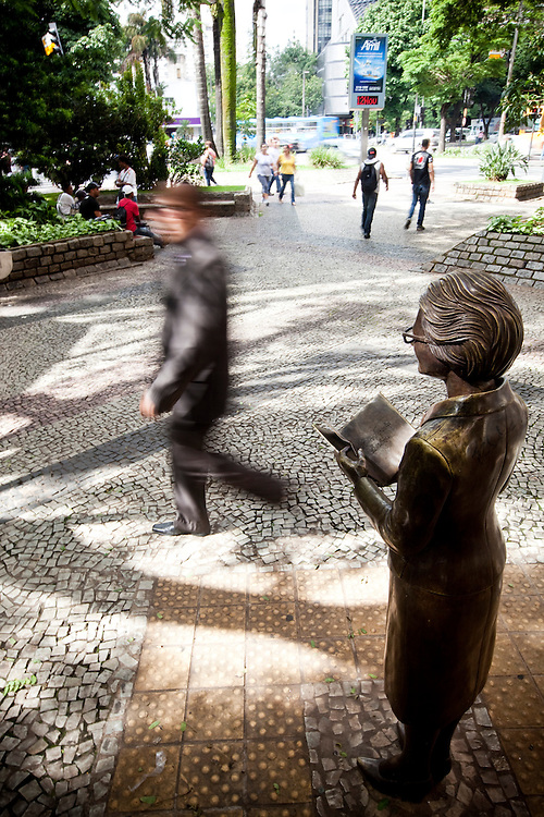 Belo Horizonte_MG, Brasil...Estatuas, criadas pelo artista plastico Leo Santana no centro de Belo Horizonte, Minas Gerais...Statues, It was designed by the artist Leo Santana in Belo Horizonte, Minas Gerais...Foto: NIDIN SANCHES / NITRO