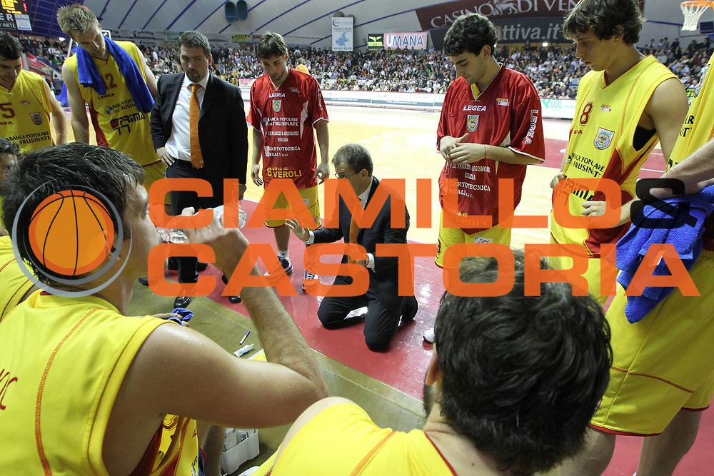 DESCRIZIONE : Venezia Lega Basket A2 2010-11 Umana Reyer Venezia Prima Veroli<br /> GIOCATORE : Demis Cavina Coach<br /> SQUADRA : Umana Reyer Venezia Prima Veroli<br /> EVENTO : Campionato Lega A2 2010-2011<br /> GARA : Umana Reyer Venezia Prima Veroli<br /> DATA : 16/01/2011<br /> CATEGORIA : Time Out<br /> SPORT : Pallacanestro <br /> AUTORE : Agenzia Ciamillo-Castoria/G.Contessa<br /> Galleria : Lega Basket A2 2009-2010 <br /> Fotonotizia : Venezia Lega A2 2010-11 Umana Reyer Venezia Prima Veroli<br /> Predefinita :