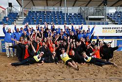 20140817 NED: NK Beachvolleybal 2014, Scheveningen<br /> Nederlands Kampioenen Beachvolleybal 2014, Robert Meeuwsen, Madelein Meppelink, Marleen van Iersel en Alexander Brouwer met arbitrage en ballenkinderen<br /> ©2014-FotoHoogendoorn.nl / Pim Waslander