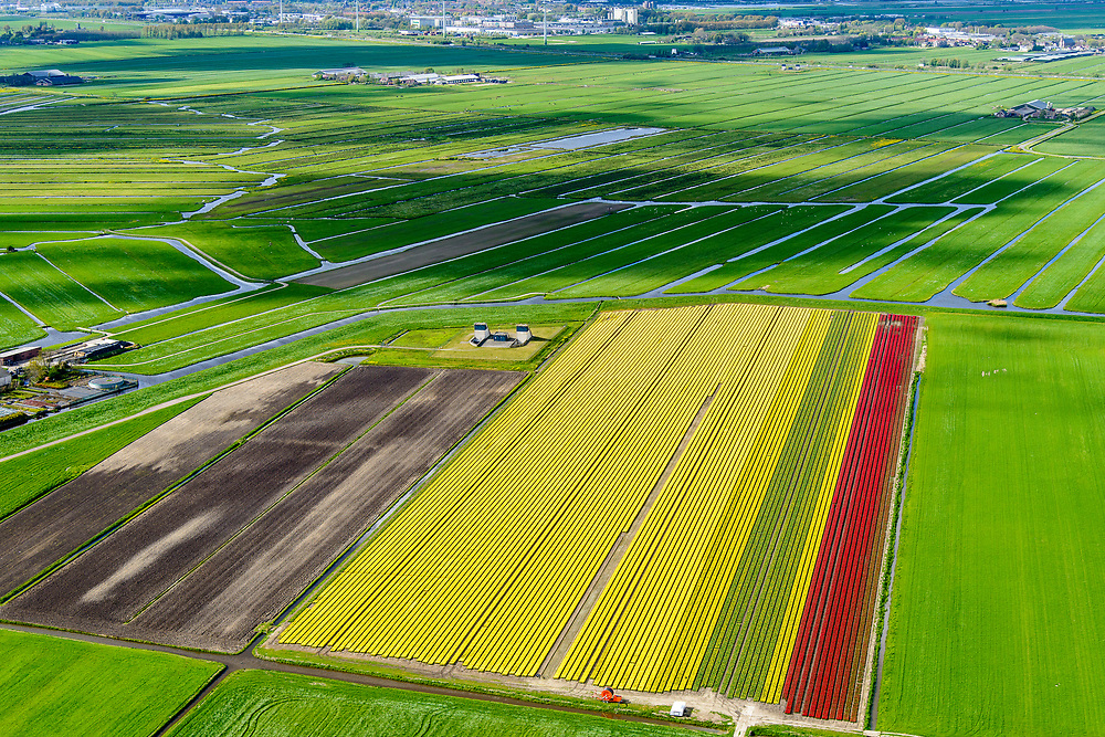 Nederland, Zuid-Holland, Bent, 28-04-2017. Polder Groenendijk, midden in het Groene Hart (ten Westen van Leiden). Boortunnel van de hogesnelheidslijn doorkruist dit gebied ondergronds, de gebouwen maken onderdeel uit van de zogenaamde vluchtschacht, de nooduitgang.<br /> The drill tunnel of the high-speed train (HST) runs through this underground area, the buildings are part of the so-called flight shaft, the emergency exit.<br /> luchtfoto (toeslag op standard tarieven);<br /> aerial photo (additional fee required);<br /> copyright foto/photo Siebe Swart
