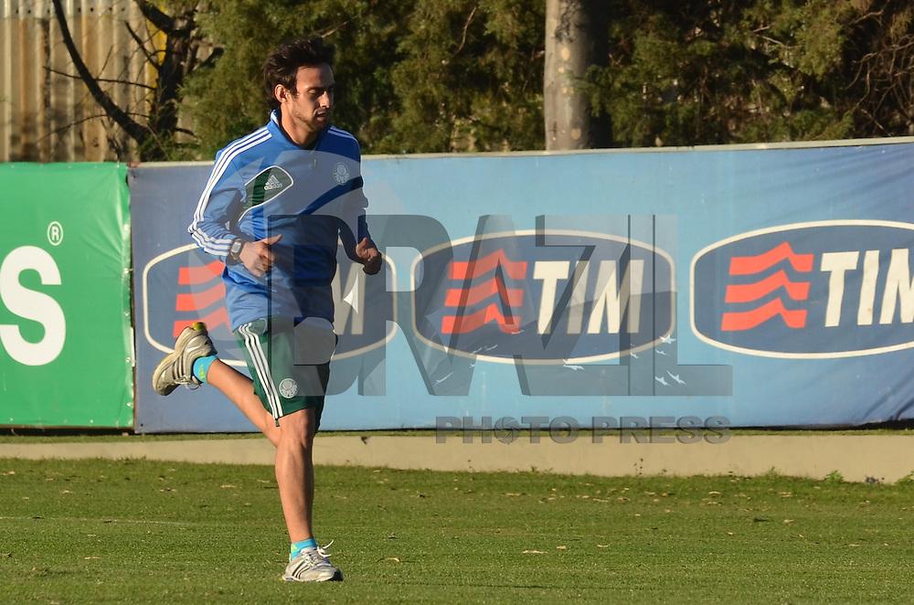SAO PAULO, 05 DE JUNHO DE 2013 - TREINO PALMEIRAS - O jogador Valdivia durante treino do Palmeiras no CT da Barra Funda, na tarde desta quarta feira, 05, região oeste da capital. (FOTO: ALEXANDRE MOREIRA / BRAZIL PHOTO PRESS)