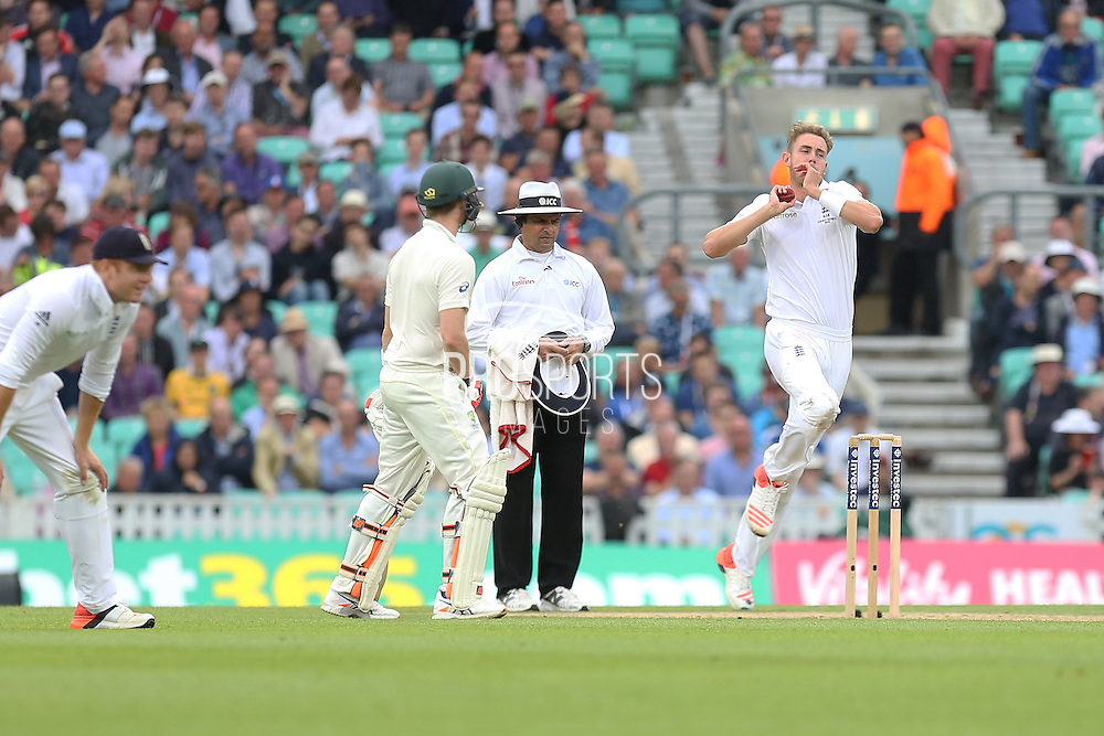 Stuart Broad of England fires a delivery in during the 1st day of the 5th Investec Ashes Test match between England and Australia at The Oval, London, United Kingdom on 20 August 2015. Photo by Phil Duncan.