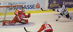 11.09.2015, Stadthalle, Klagenfurt, AUT, EBEL, EC KAC vs Fehervar AV 19, im Bild Pekka Tuokkola (EC KAC, #83), Brendan Connolly (Fehervar AV 19, #63), Thomas Koch (EC KAC, #18)// during the Erste Bank Eishockey League match betweeen EC KAC and Fehervar AV 19 at the City Hall in Klagenfurt, Austria on 2015/09/10. EXPA Pictures © 2015, PhotoCredit: EXPA/ Gert Steinthaler