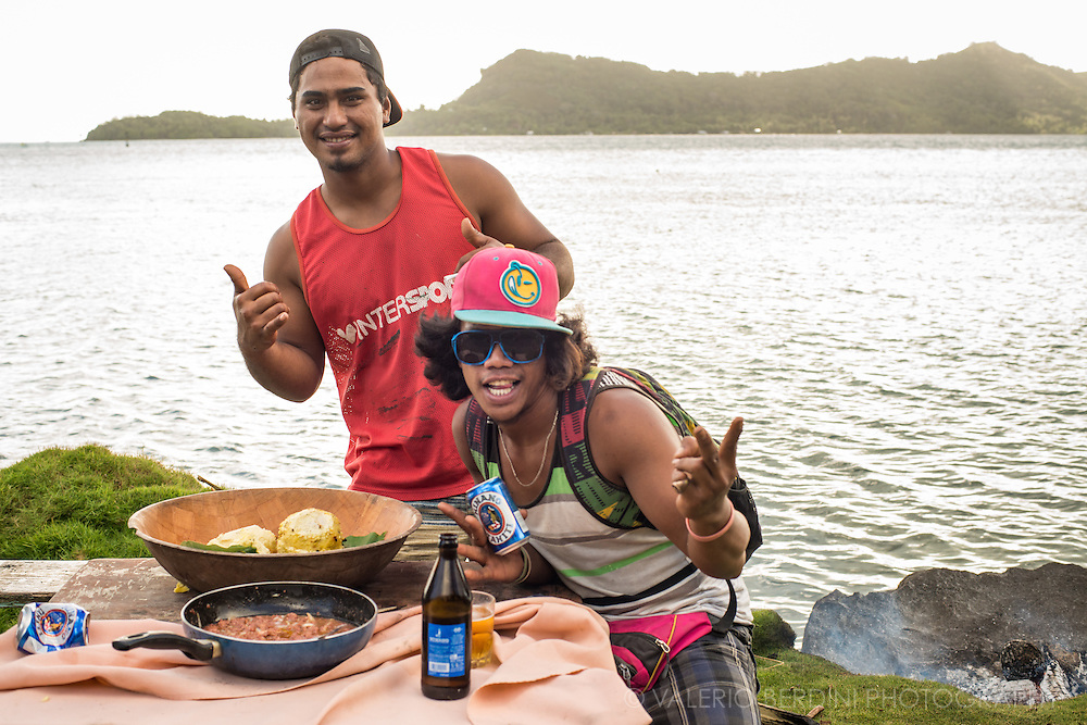 Far from tropical beaches and tourist's resorts, life for the locals in Bora Bora can be boring. Lack of opportunities make a picnic with loud music, alcohol and traditional food the only way out of the daily routine.