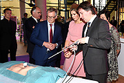 Koningin M&aacute;xima opent drie innovatieve operatiekamers in het Medical Innovation &amp; Technology expert Center (MITeC) van het Radboudumc in Nijmegen.<br />  <br /> De nieuwe OK&rsquo;s zijn een voorbeeld van duurzame innovaties in de zorg. Met de MITeC OK&rsquo;s verwacht het Radboudumc in de nabije toekomst in staat te zijn om bijvoorbeeld kanker binnen &eacute;&eacute;n dag te behandelen. <br /> <br /> Queen M&aacute;xima opens three innovative operating rooms in the Medical Innovation &amp; Technology Expert Center (MITEC) of the Radboud University Nijmegen Medical Centre in Nijmegen.<br />  <br /> The new theaters are an example of sustainable innovations in health care. With the MiTeC OK's expects the Radboud University Nijmegen Medical Centre in the near future to be able to treat cancer, for example, within one day.