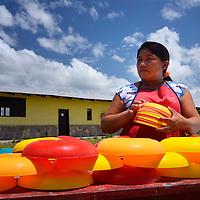 Cocinera del colegio de Kamarata. Edo. Bolivar. Venezuela. Kamarata school cook. Edo. Bolivar. Febrero 25, 2013. Jimmy Villalta.
