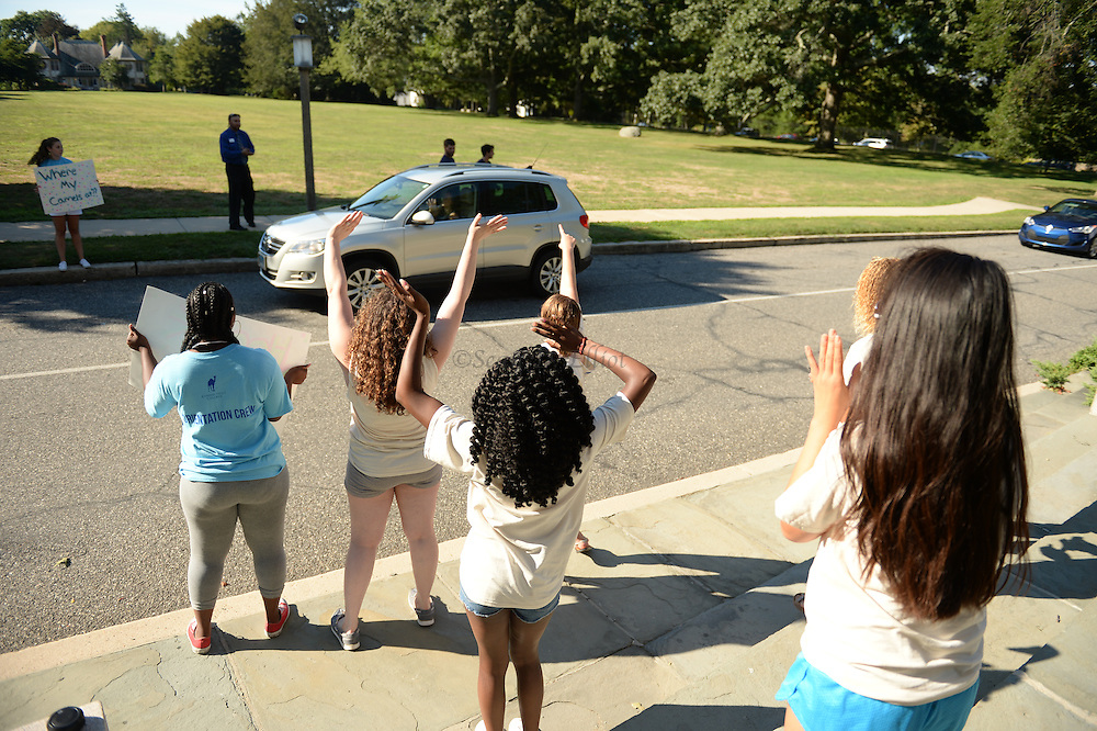 1006117380 -- 8/25/16 :: REGION :: STAND ALONE :: First year and transfer students move in to the dormitories at Connecticut College Thursday, August 25, 2016. The college welcomed 494 students today, the remainder of the 1,900 student body will move-in over the weekend. The new arrivals, 63 percent female and 37 percent mail, hail from 34 U.S. states and 22 foreign countries. Convocation, the traditional ceremony to open the academic year, is Monday at 4:30 p.m.. Classes start on Tuesday the 30th. (Sean D. Elliot/The Day)